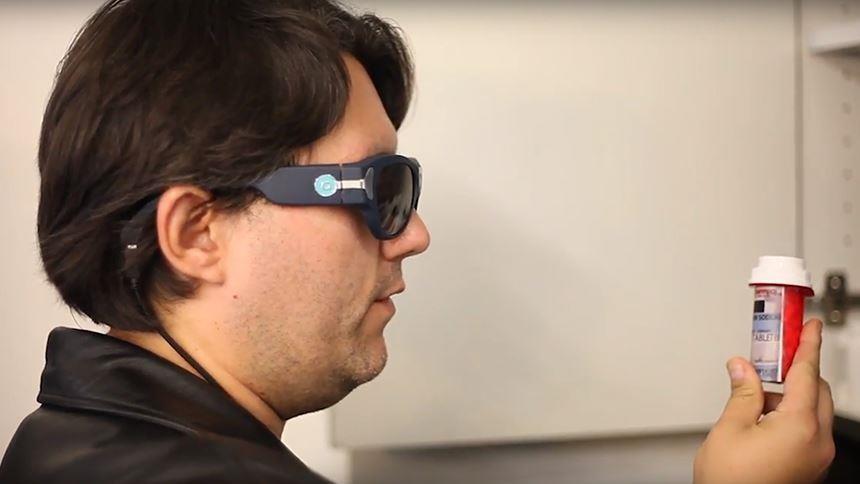 Искусственный интеллект в очках для слабовидящих