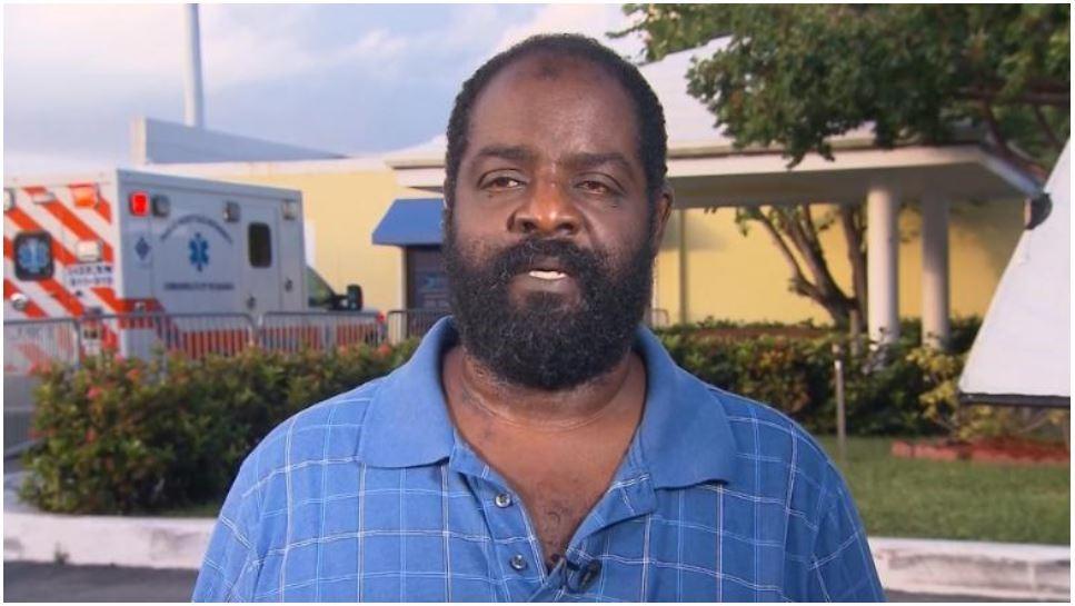 Незрячий отец смог спасти своего сына-инвалида во время урагана