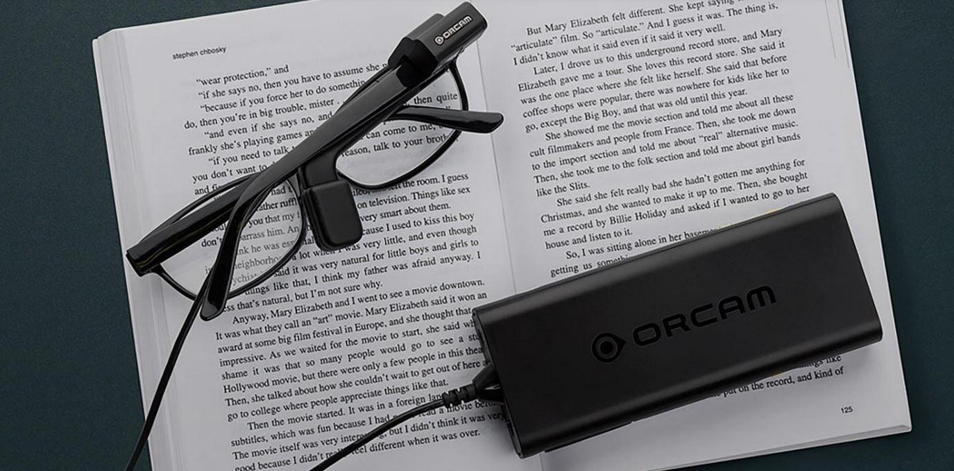 Устройство для слабовидящих, которое читает текст и распознает объекты и лица