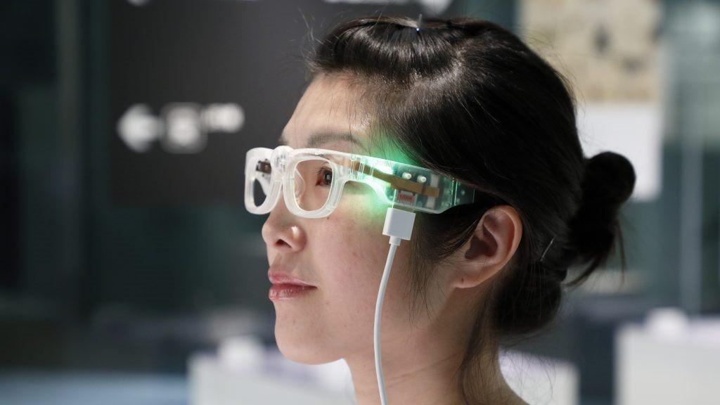 Разработчики пытаются сделать доступными очки для слабовидящих
