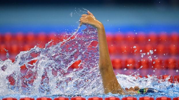 Девочка с болезнью Штаргардта побила 4 рекорда США по плаванию